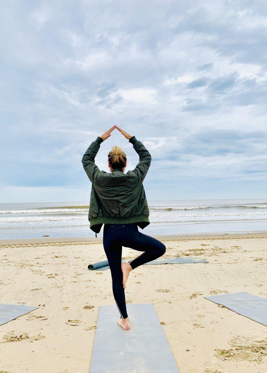 yoga met lies